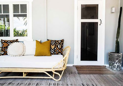 Front Porch Design Ideas - Rattan Daybed