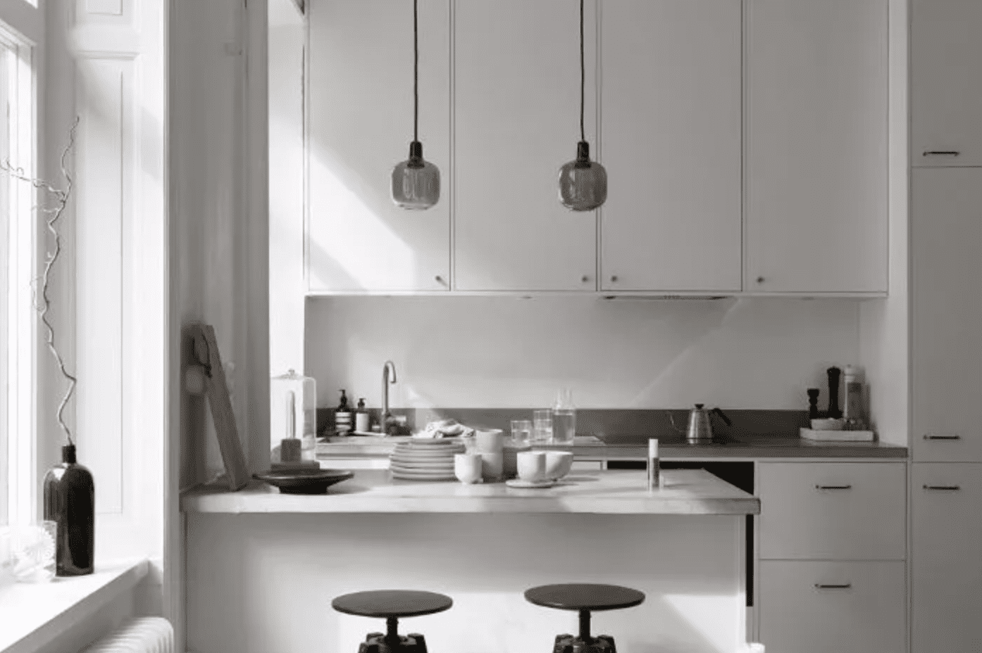 All white kitchen with gray enamel decorative objects