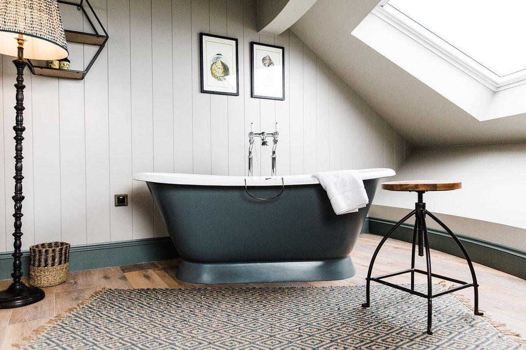 Green bathtub in a bathroom