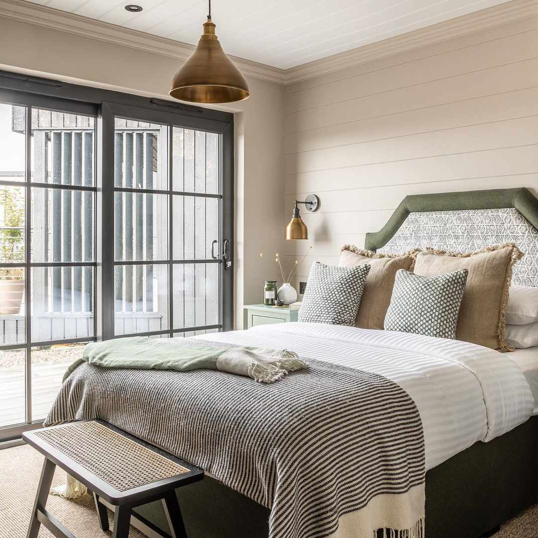 Bedroom with off-white walls