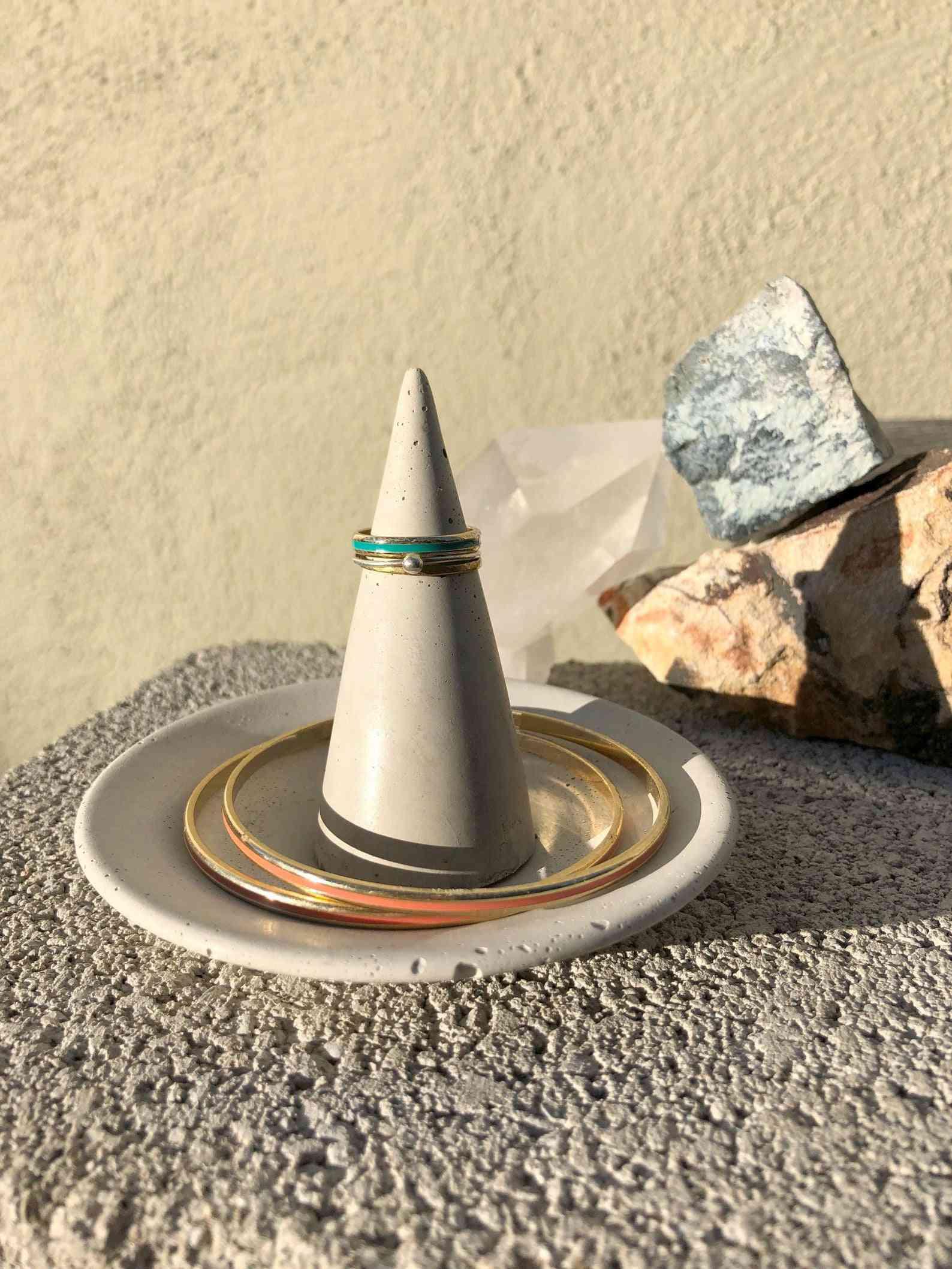 Concrete Cone Ring Holder