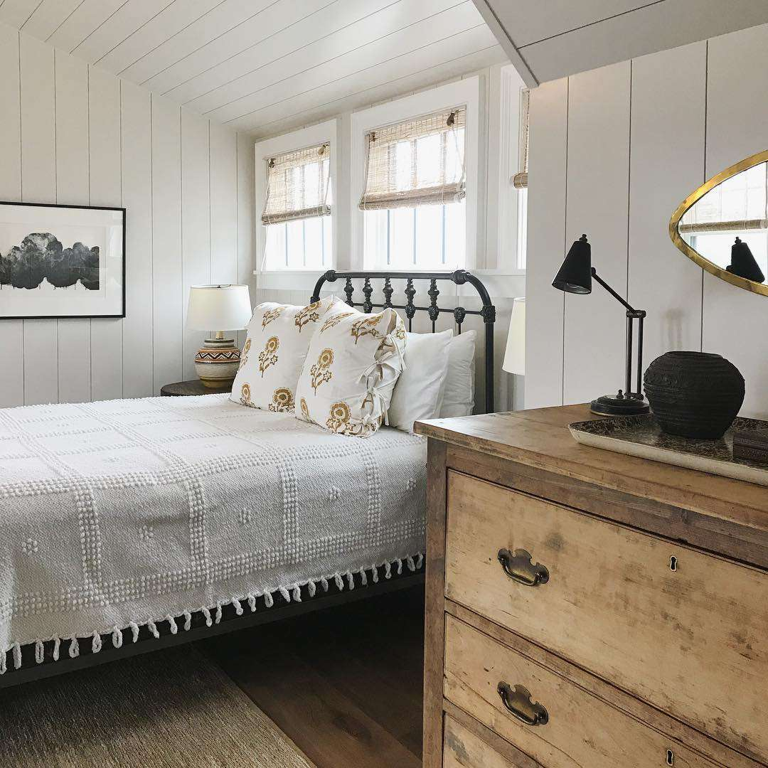 Farmhouse Bedroom Design Ideas That Embrace Rustic Chic Style