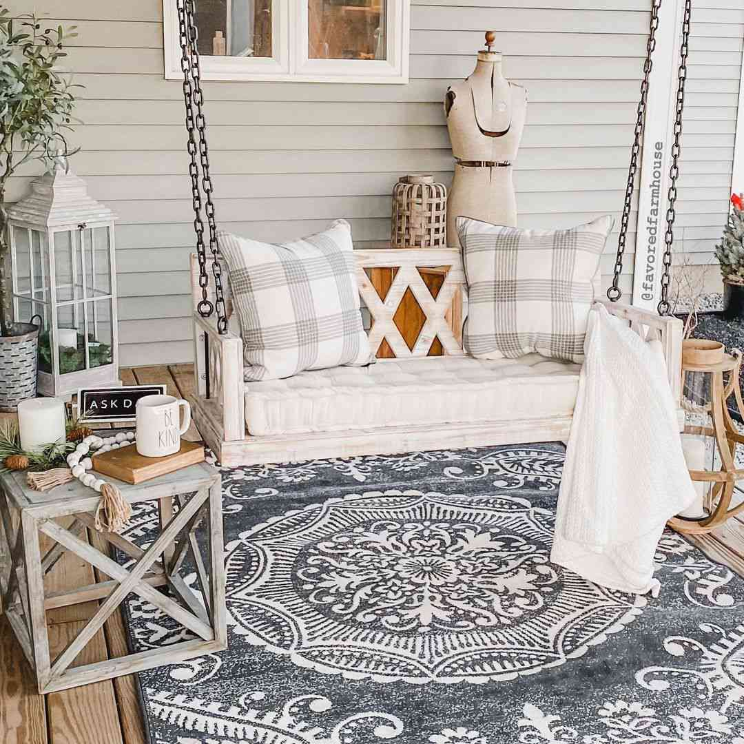 Porch swing with blankets