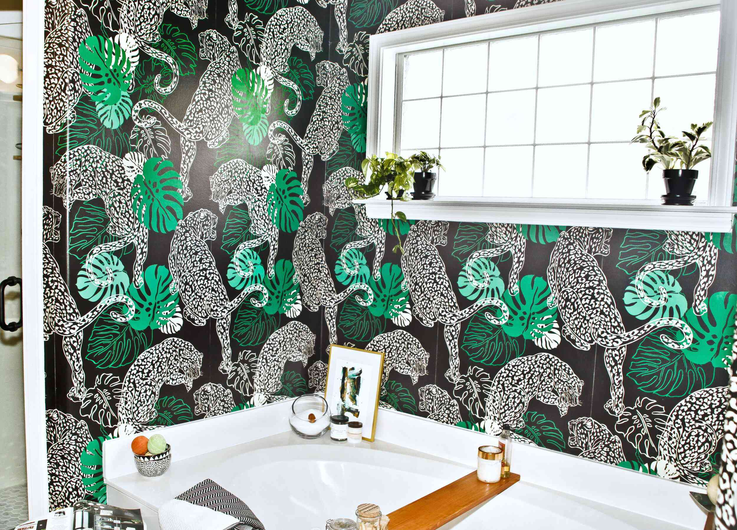 Black and white wallpaper with jaguar and leaves pattern.