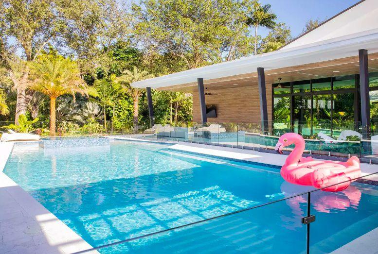 fence poolside decor ideas