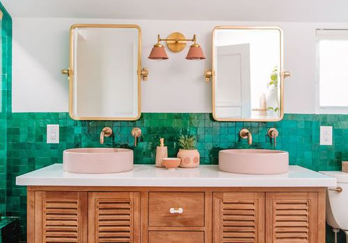 a green and white bathroom