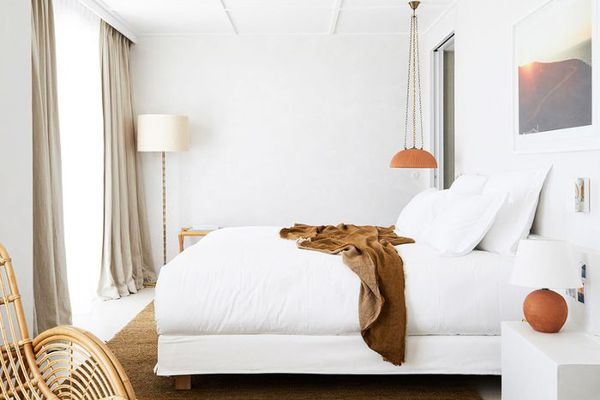 A peaceful, all-white bedroom in Côte d'Azur.