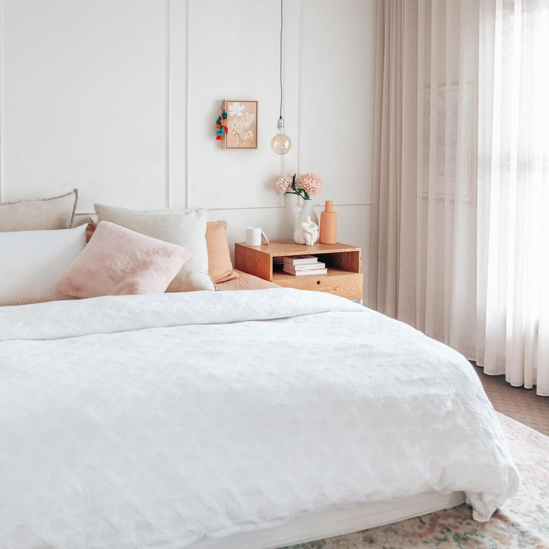 Bedroom with pink pillows