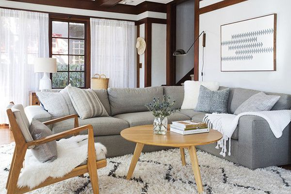 Living room organization—decluttering tips