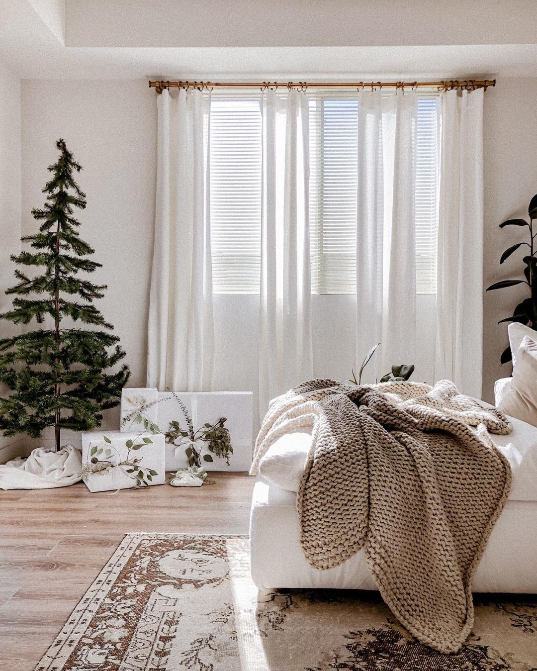 15 Non Traditional Christmas Decor Ideas