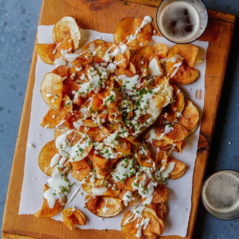 Potato Chips with Gorgonzola Cheese Sauce