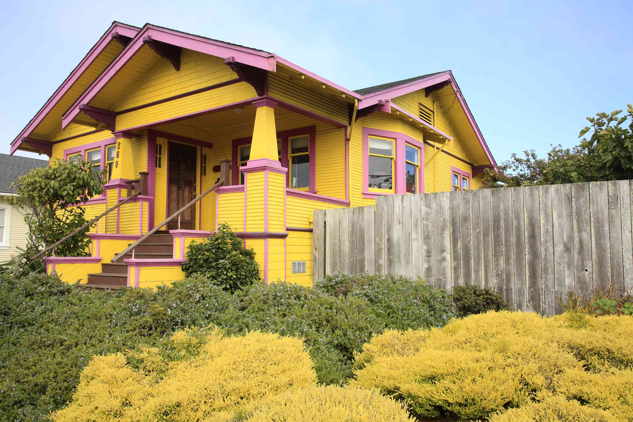 history of craftsman homes, colorful craftsman style home