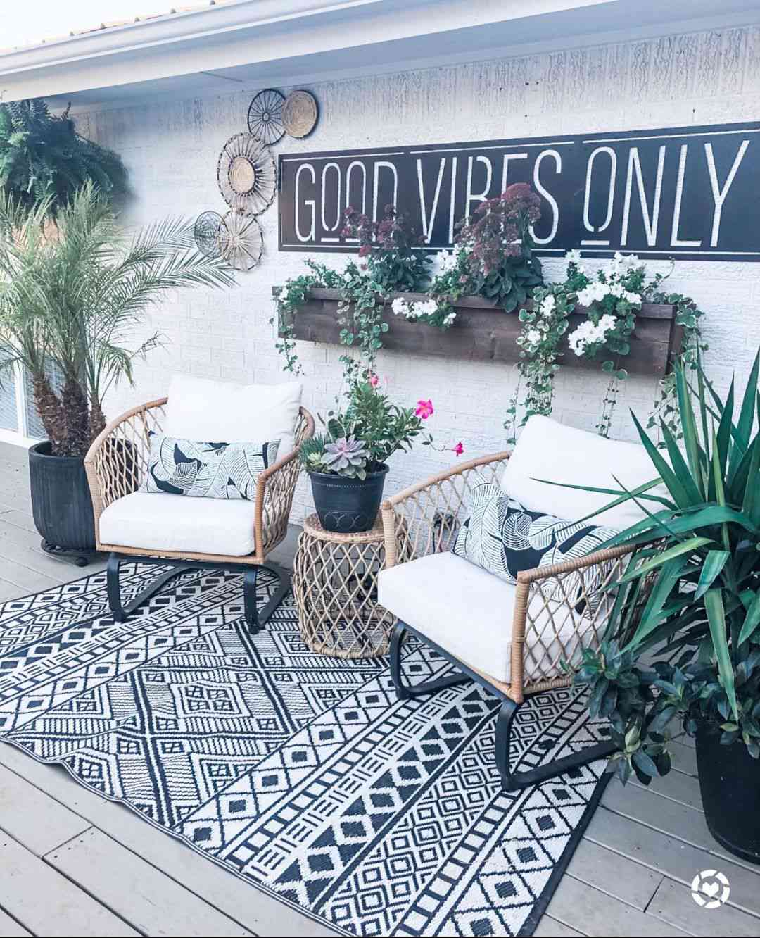 Patio set with rug