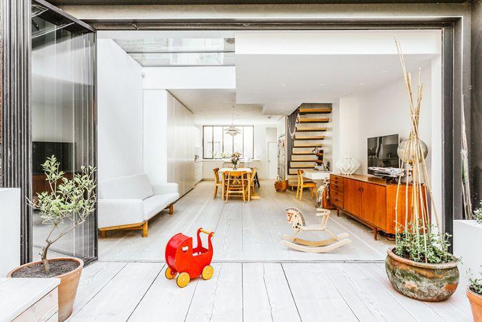 Open-plan indoor outdoor family room