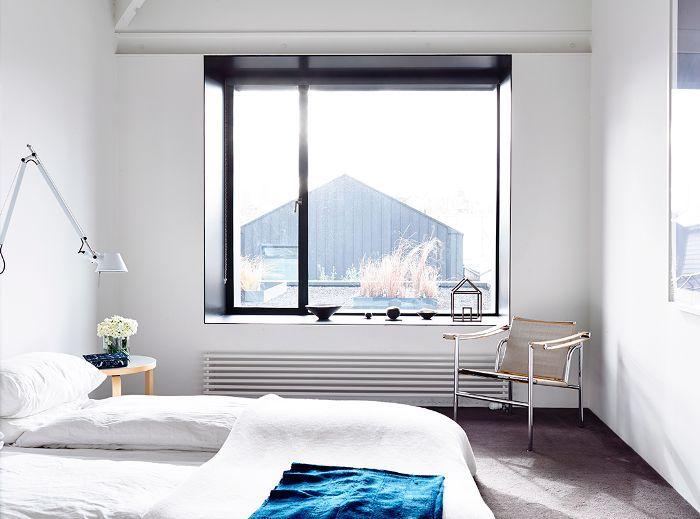 Bedroom Feng Shui: Open blinds in a bedroom