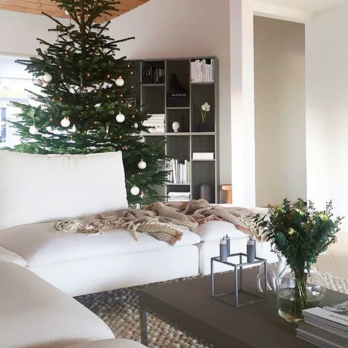 5 Christmas Coffee Table Decor Ideas From Interior Designers