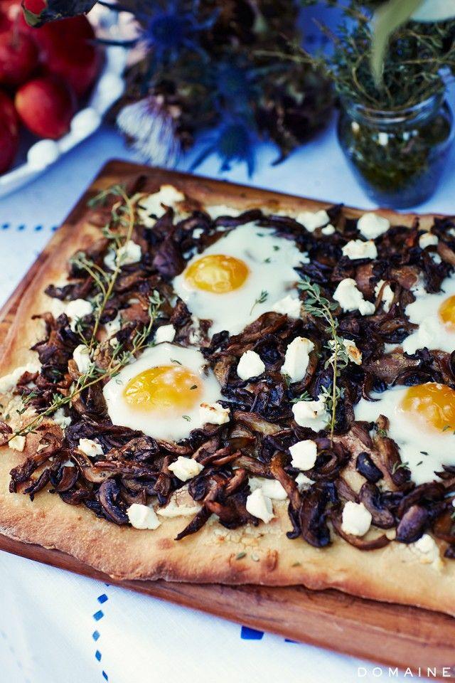 flatbread with mushroom and egg