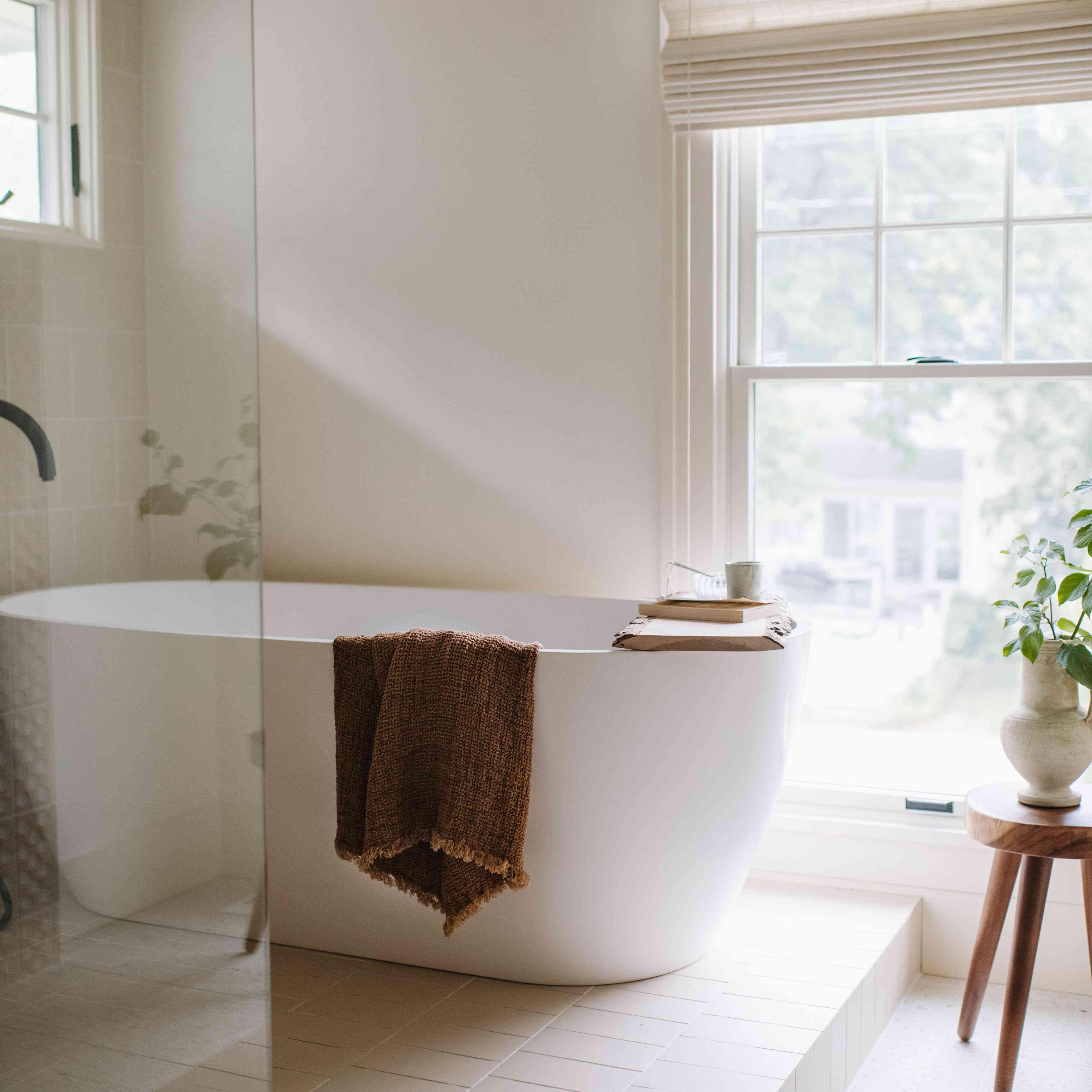 Glass shower and bathtub on bathing platform