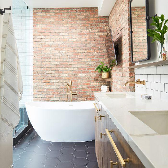 Baño principal con bañera independiente
