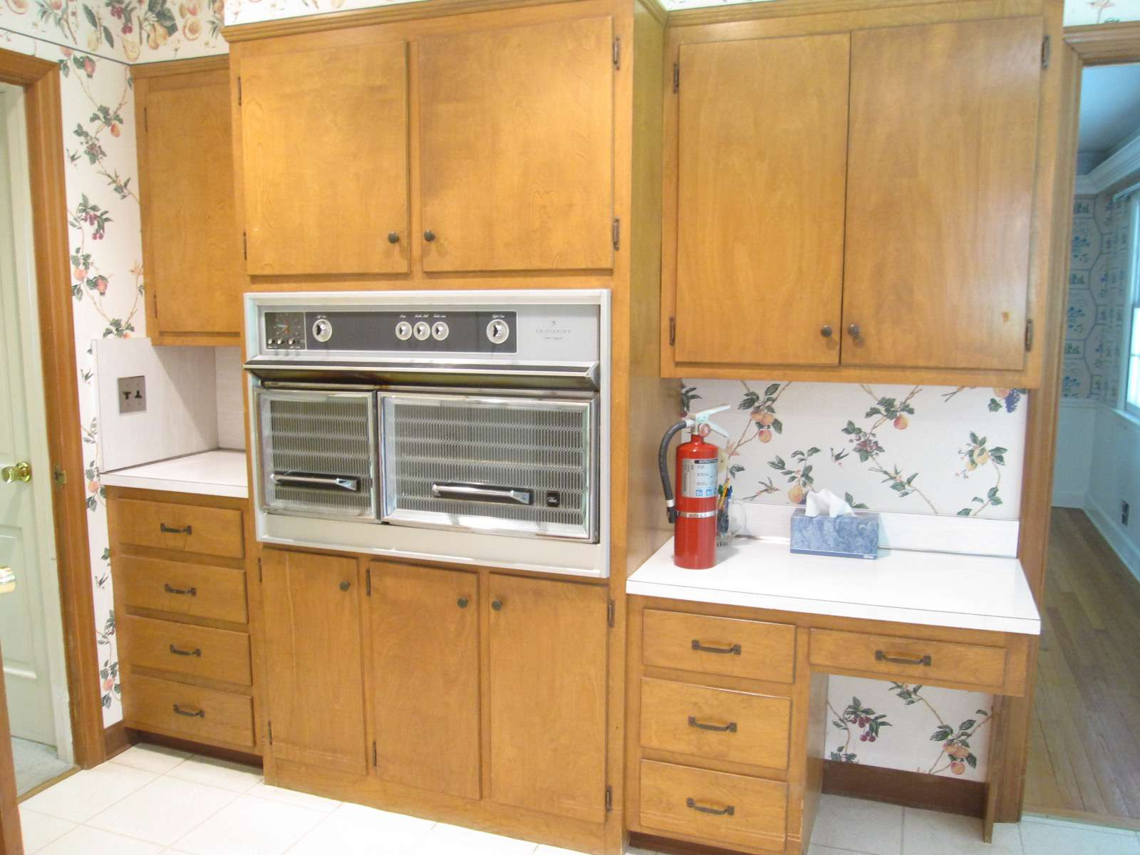Makeover of the Week - 1960s kitchen before photo