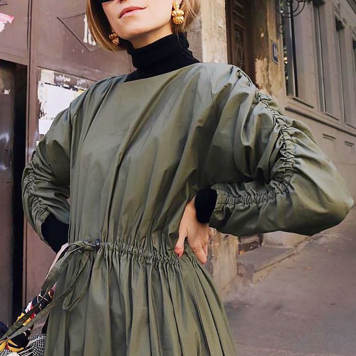 8a1142ad054 9 Cool Outfits That Show Us How to Wear a Turtleneck in 2018
