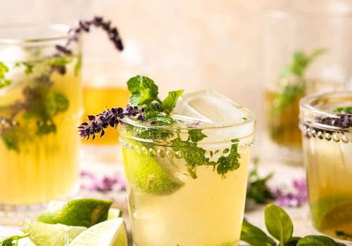 White tea and muddled basil mojito
