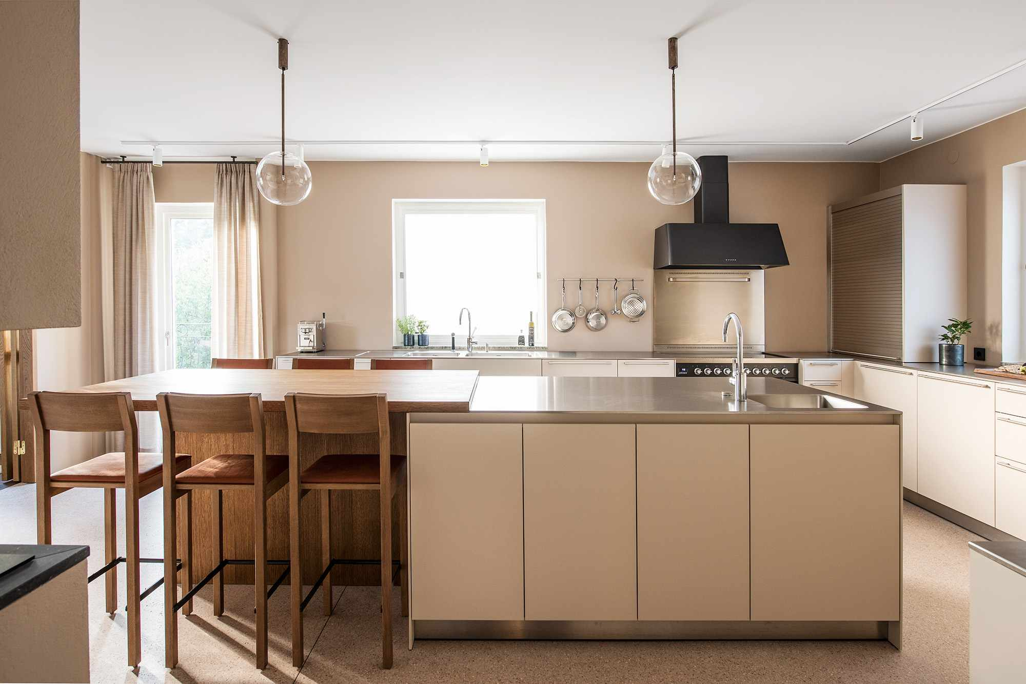 Sleek beige kitchen