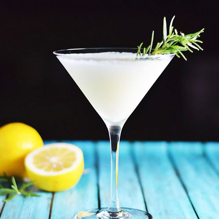 9 Delicious Egg White Cocktails for Chic Weekend Hangs