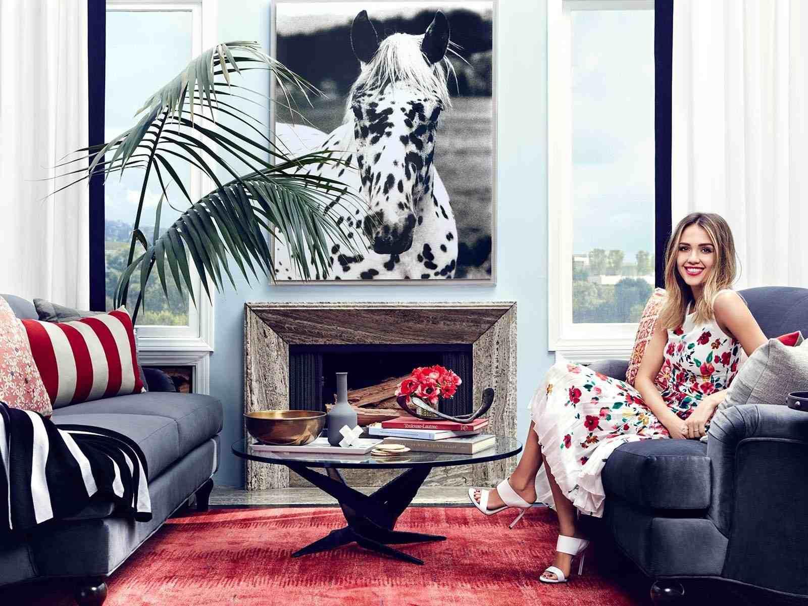 Jessica Alba—guest house