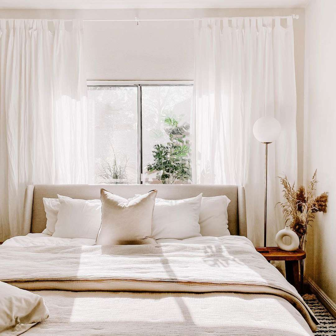 Bed with light linens