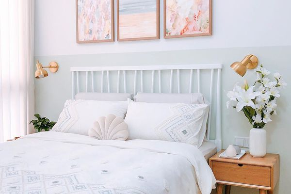 bedroom with shell pillow