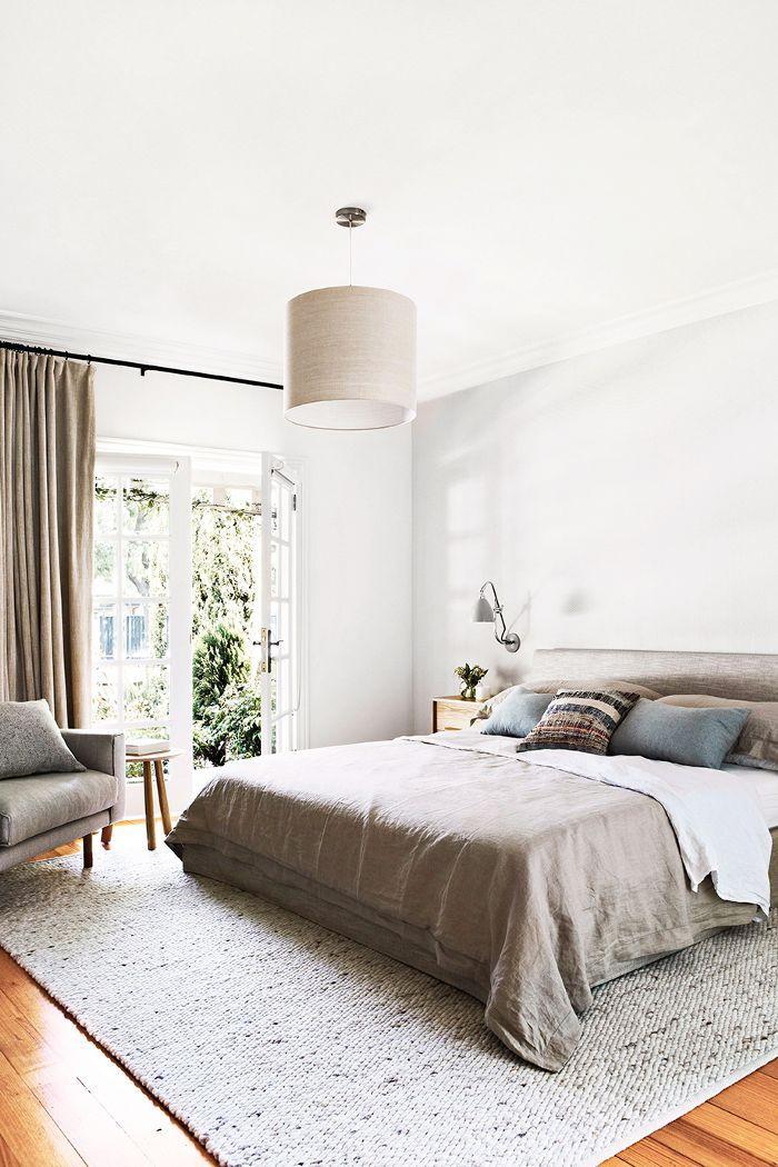Bedroom Feng Shui: A bedroom with minimal under-bed storage