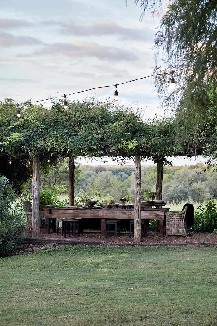 modern farmhouse outdoor