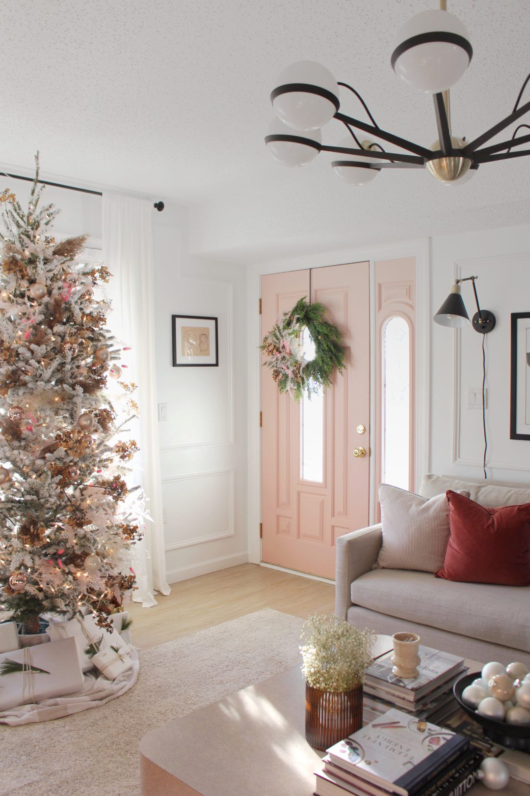 16 Creative Ways to Decorate Your Christmas Tree This Year
