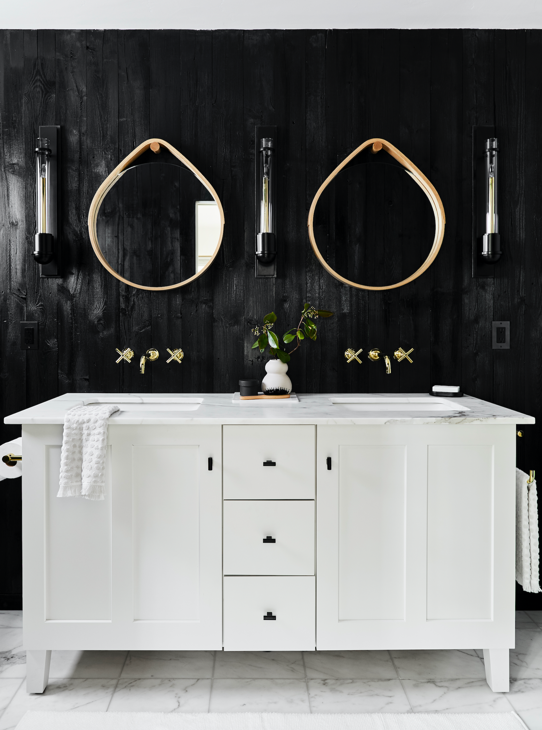 20 Stunning Black And White Bathrooms That Will Never Go ...