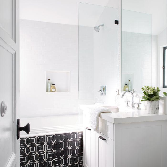 Cococozy: baño blanco y negro