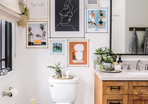 5 Bathrooms With Beautiful Wall Decor That Will Inspire A Refresh