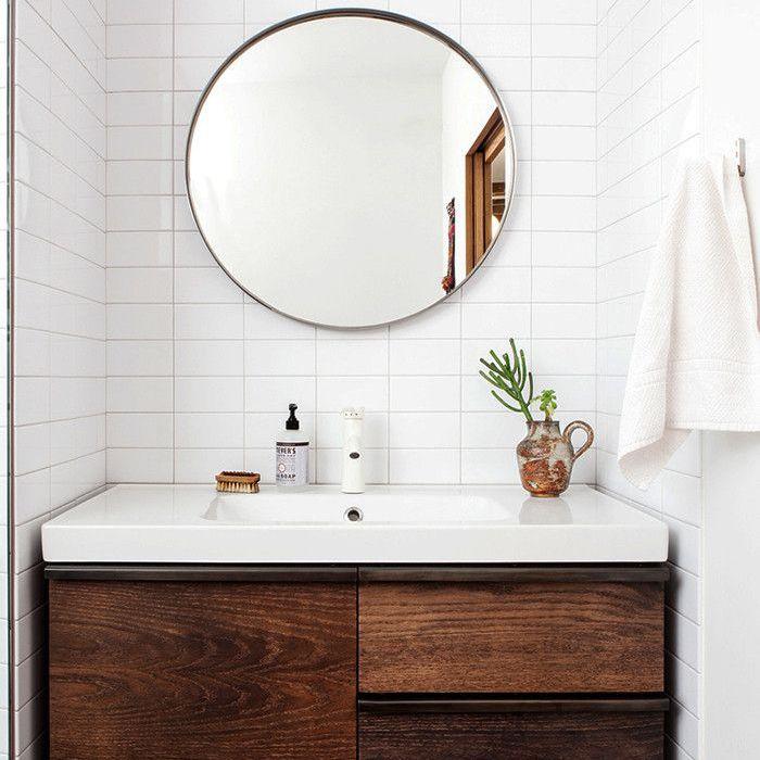 a spotless bathroom