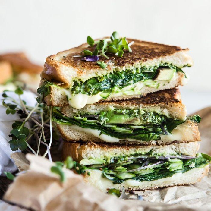 Pila de sándwich vegetariano tostado
