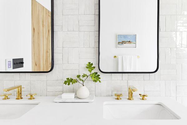how to clean mirrors - clean mirrors in modern bathroom