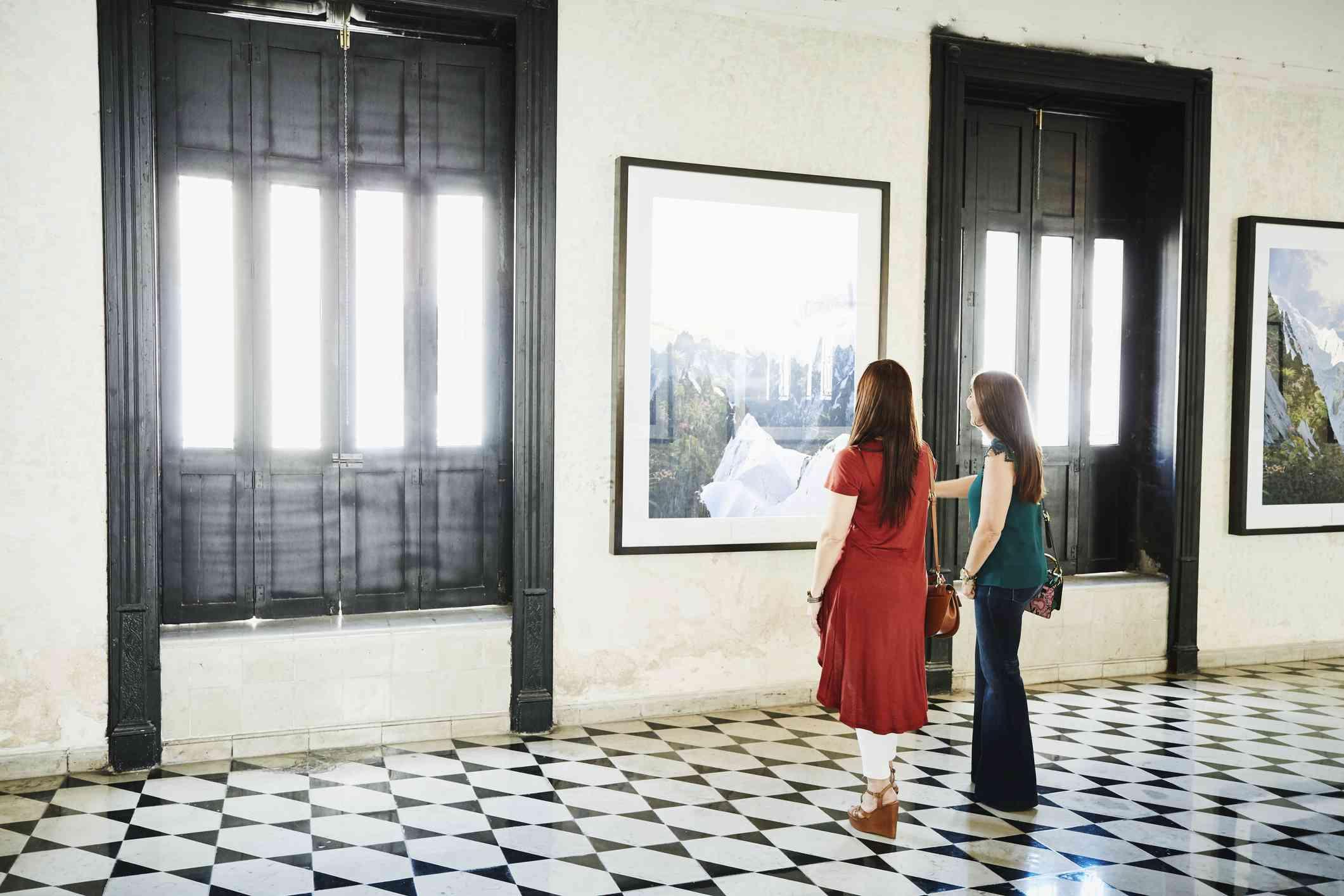 friends in a museum