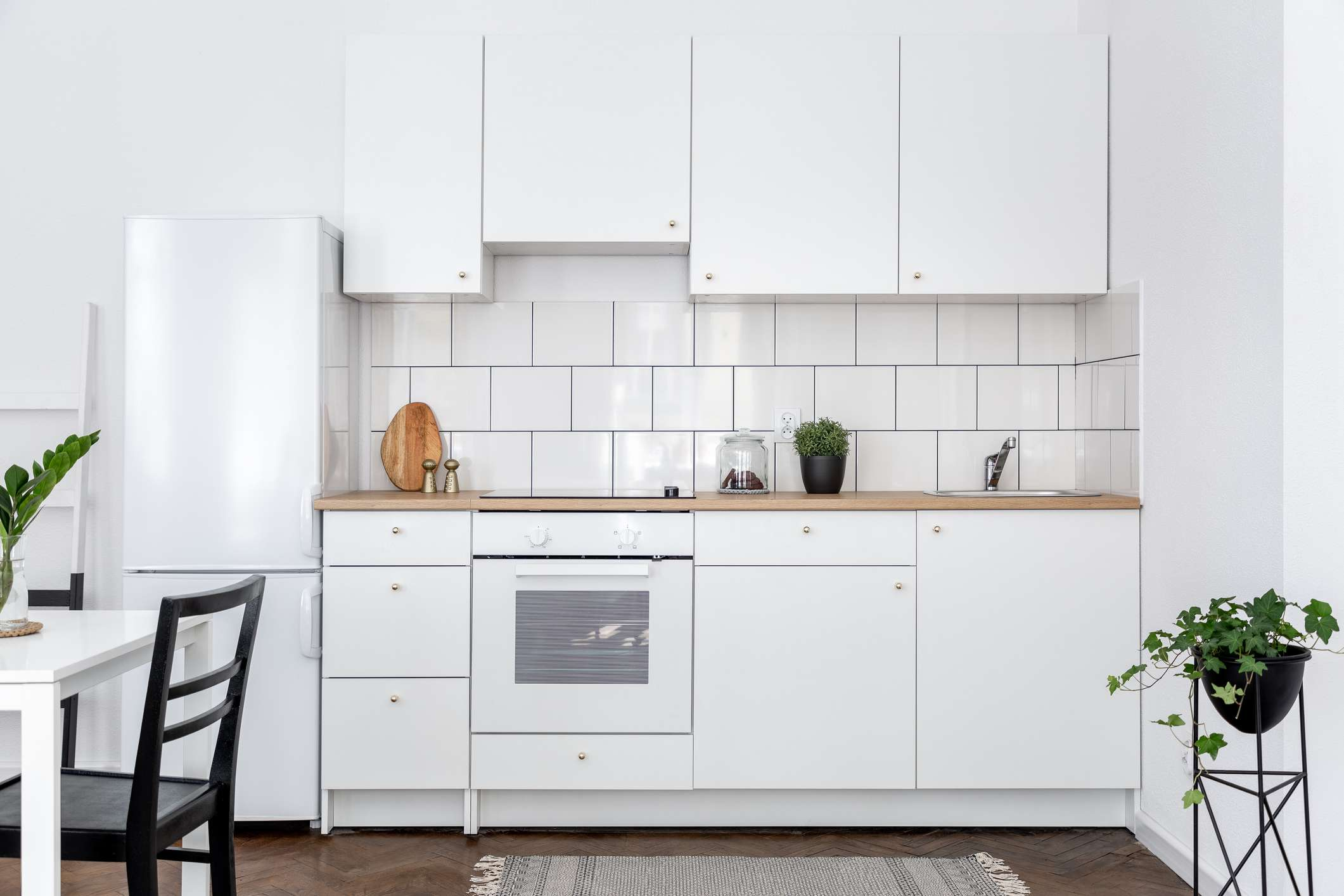 17 Kitchens That Prove White Appliances Can Be Chic And Modern