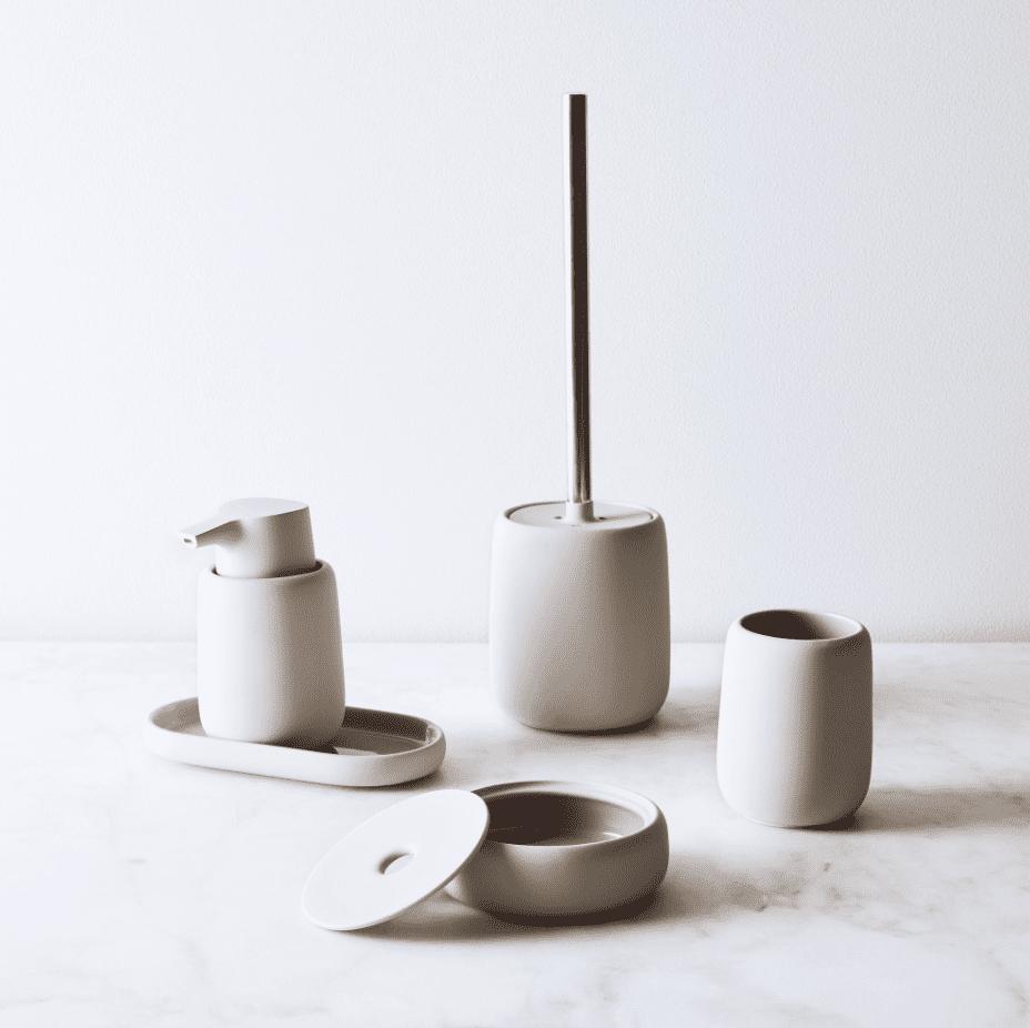 A ceramic bathroom accessories set