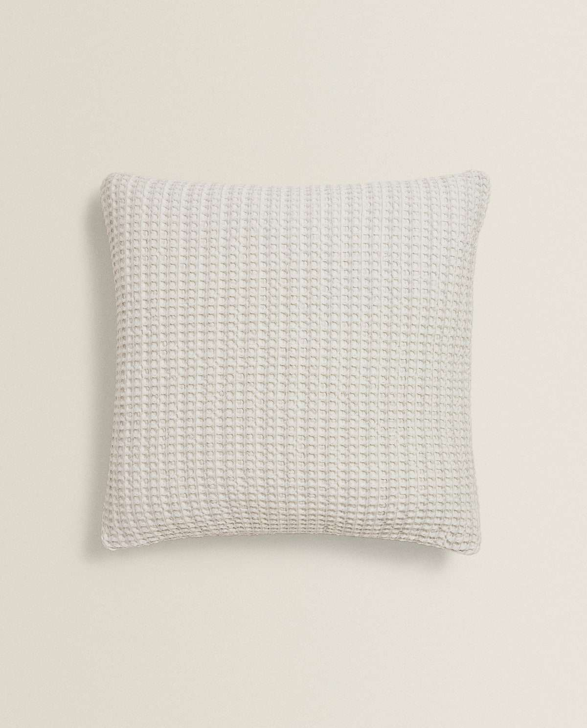 Waffle-effect cotton throw pillow