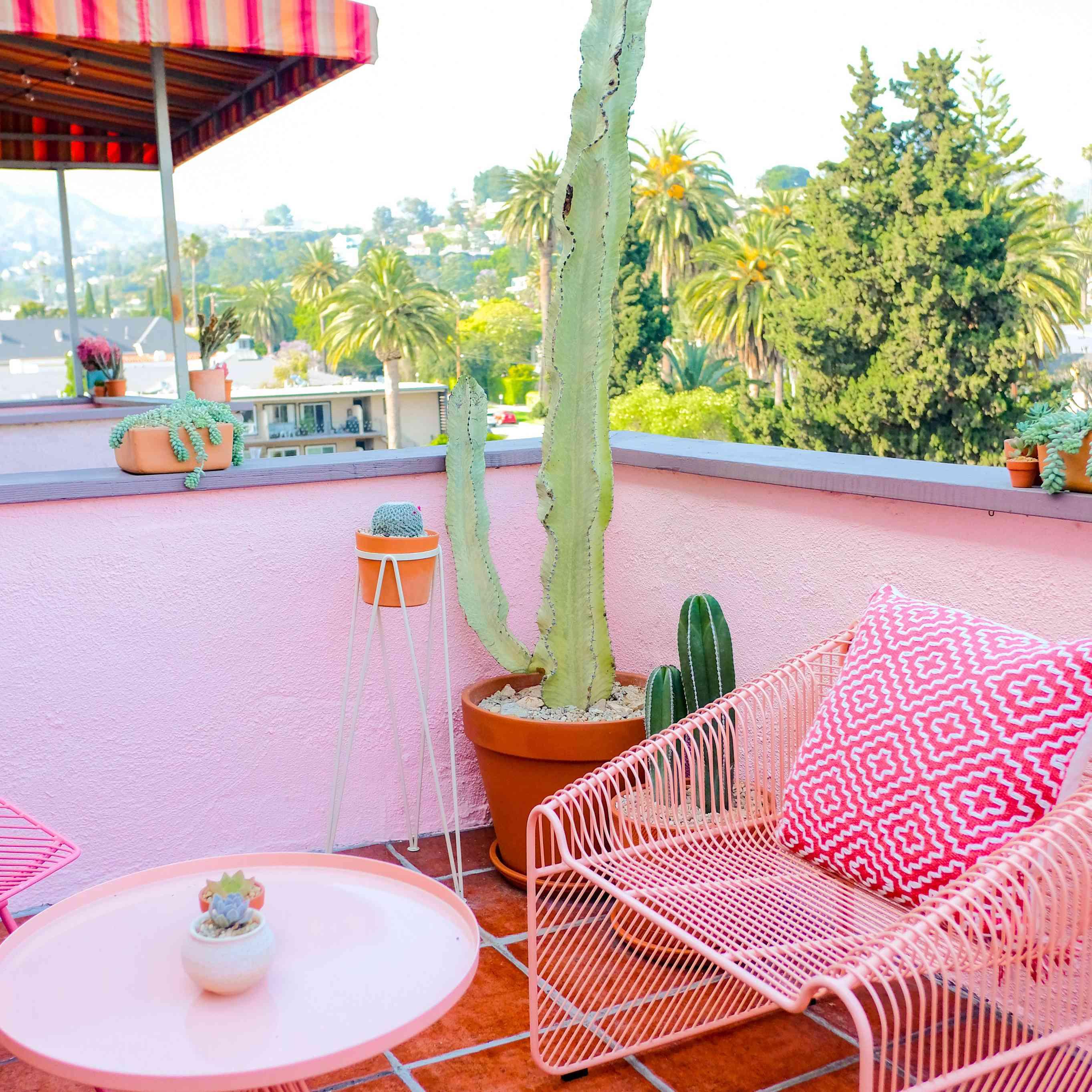 pink poolside decor ideas