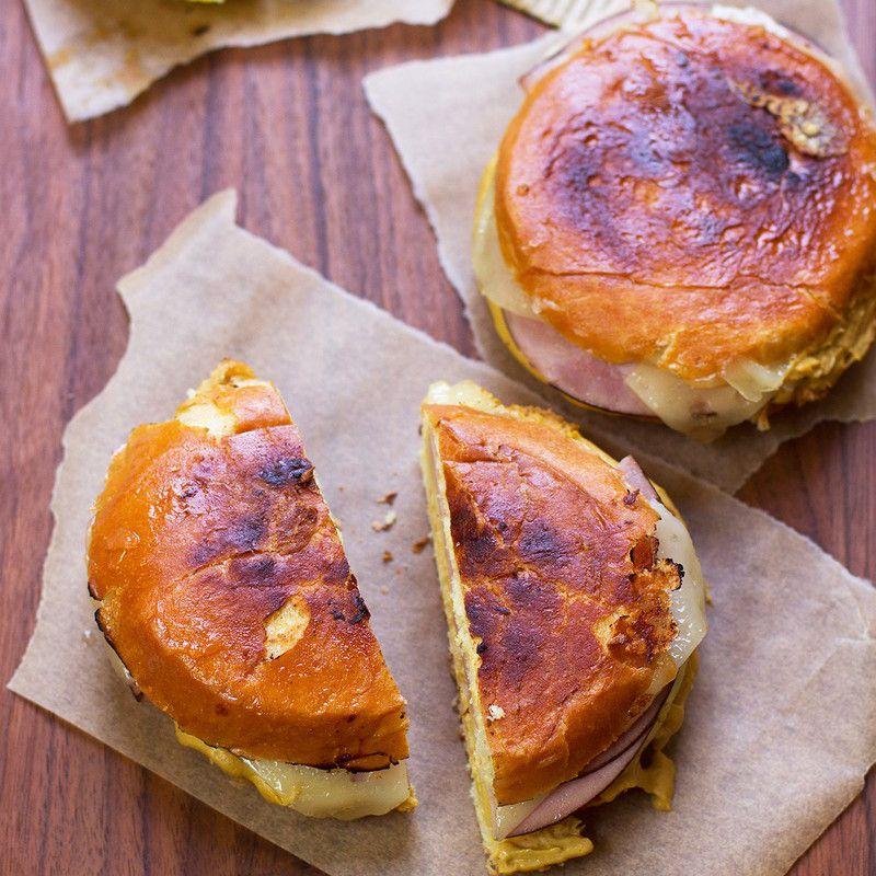 Piña hawaiana y queso asado con jamón