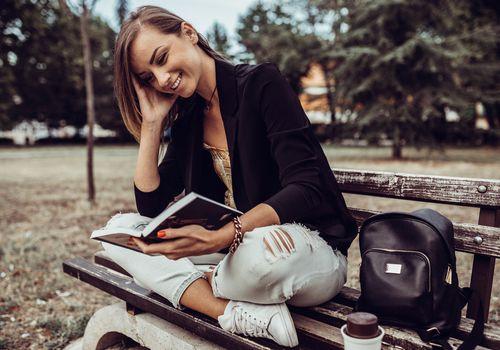 Αποτέλεσμα εικόνας για beautiful woman reading book in pinterest
