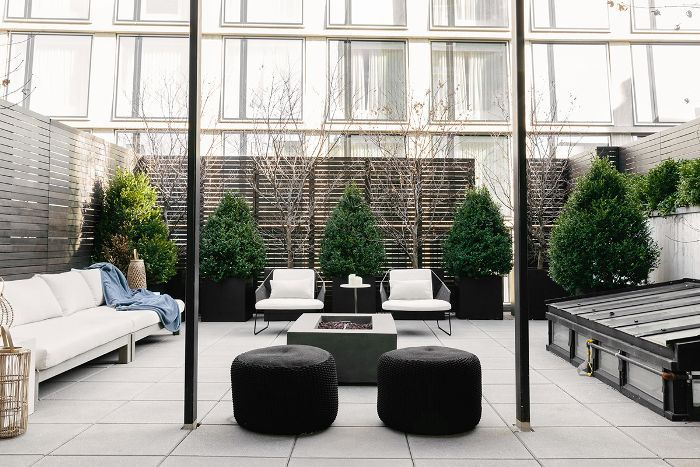 Visita a casa en blanco y negro: terraza