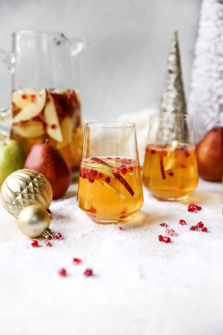 13 Lip-Smacking Good Holiday Sangria Recipes to Liven up the Party