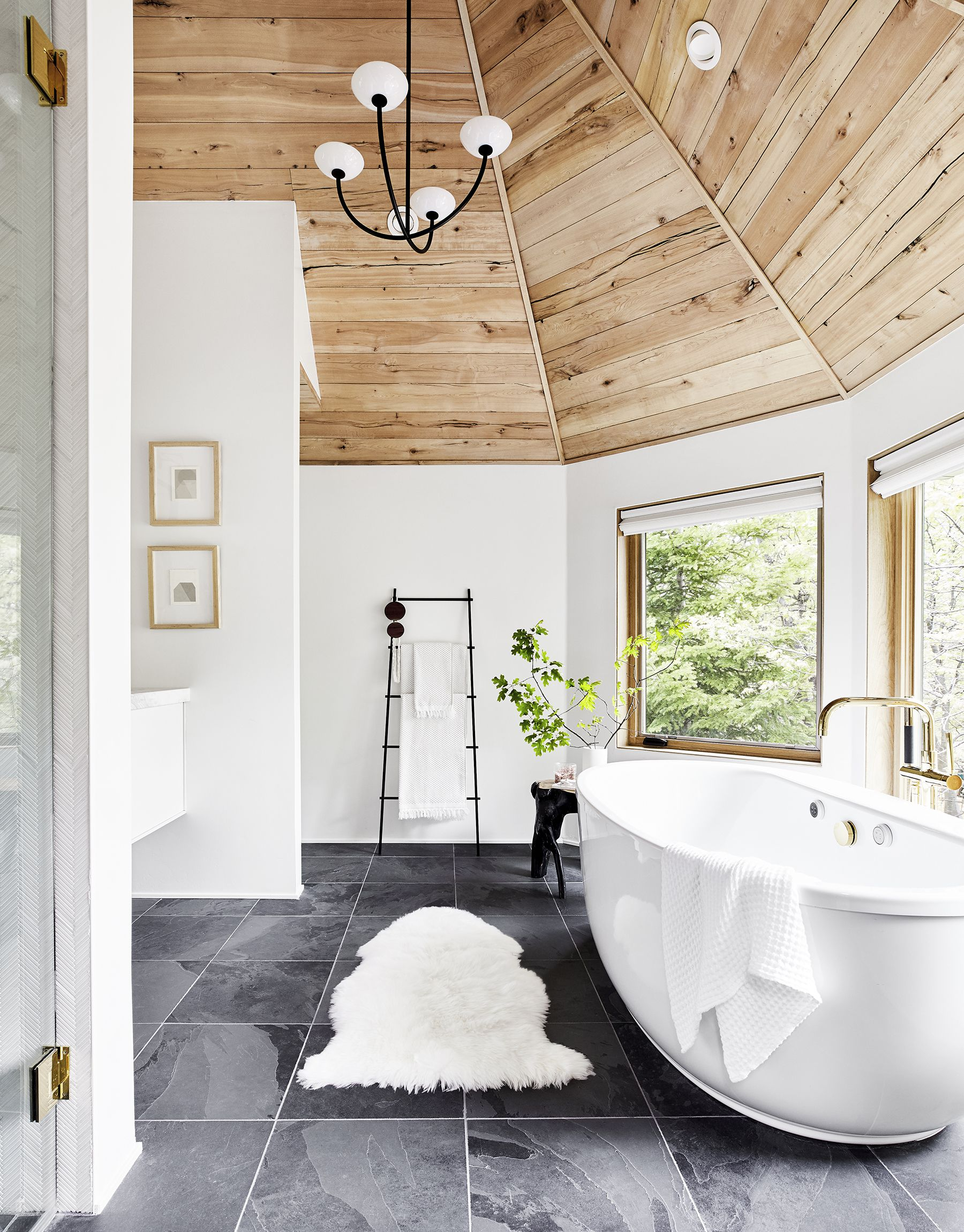 21 of the Most Beautiful Bathrooms We Spotted on Instagram